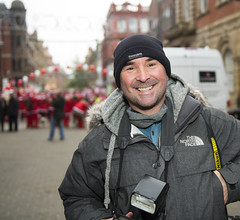 _DSC0714 (BobPetUK) Tags: leeds santadash 2017 fatherchristmas santa stgemmashospice hospice charity run press photographer jameshardisty