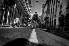 Ne pas s'écarter du droit chemin.../ Stay on the right path... (vedebe) Tags: ville street rue city urbain humain people noiretblanc netb nb bw monochrome