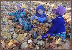 Es blättert bei den Kindergartenkinder ... (Kindergartenkinder) Tags: kindergartenkinder annette himstedt dolls grugapark essen herbst oktober tivi sanrike annemoni milina