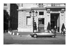Hôtel de Crillon (Phil C3) Tags: hôteldecrillon paris placedelaconcorde citroën ds film leicam6 35mm summicron