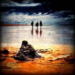 Le château abandonné. (*Jost49*) Tags: france charentemaritime plage beach sable sand châteaudesable personne people maréebasse lowtide texture canoneos5dmkii canonef24105lis