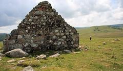 Randonnée en Aubrac (Yvan LEMEUR) Tags: aubrac buron ruine lozère randonnée lacdeborn france extérieur landscape paysage