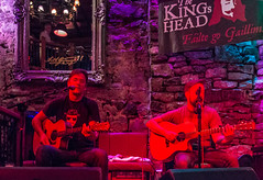 Ireland - Galway - The King's Head Pub - Live Music (Marcial Bernabeu) Tags: marcial bernabeu bernabéu irlanda ireland irish irlandes pub galway king head thekingshead concierto live music musicos musicians música guitar redlight marc
