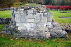 Part of the columns (zawtowers) Tags: green chain section 1 walk thamesmeadtolesnesabbey sunday 12th november 2017 dry cold amble stroll walking south east london suburbs lesnes abbey park lesnesabbeylesnes ruins closed 1534 dissolution part column stone built wall partly remains