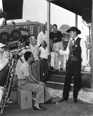 1952-con Gary Cooper en solo ante el peligro (cinenegro50) Tags: blackandwhite western behindthescenes moviecamera holster pocketwatch vest