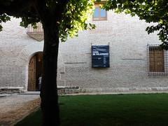 Veruela - Palacio Abacial. (Eduardo OrtÍn) Tags: monasteriodeveruela zaragoza aragón palacioabacial reja ventana arco puerta