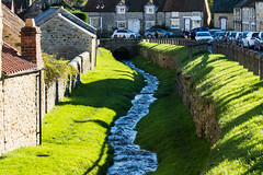 A wandering stream through the lovely town of Helmsley (Geordie_Snapper) Tags: autumn canon70200mmf4islusm canon7d2 helmsley marketday northyorkshire october people street sunny