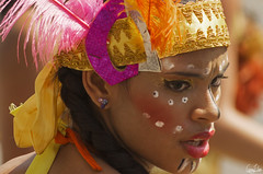 Jolie colombienne du carnaval (Rosca75) Tags: carnaval carnavaldebarranquilla barranquilla colombia colombie people lifestylephotography streetphotography portrait portraiture young colombianwomen women girl costume