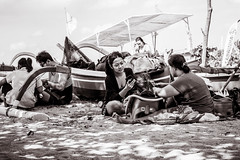 a day at the beach (Gerard Koopen) Tags: indonesia bali sanur bw blackandwhite blackandwhiteonly beach beachlife mobile smartphone sun woman women straat street straatfotografie streetphotography candid boat relaxing fujifilm fuji xpro2 2017 gerardkoopen