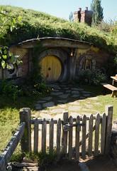 Hobbit's house pt2 (Scossadream) Tags: scossa lucaguizzardi spacemonkeypictures spacemonkey smp nikond7100 d7100 newzealand nuovazelanda hamilton oceania maori matamata hobbitown hobbit lord rings lordofthering ilsignoredeglianelli frodo tour waikato thereddragon mill setmovie set movie film