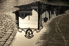 Hek Agathaplein (Gerard Stolk (vers l'avent)) Tags: hek agathaplein prinsenhof reflectie