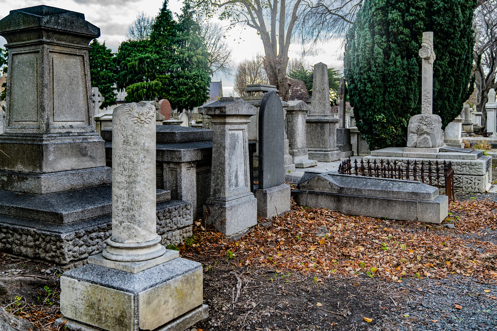 MOUNT JEROME CEMETERY IS AN INTERESTING PLACE TO VISIT [IT CLOSES AT 4PM]-134302