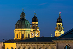 Theatinerkirche München (bayernphoto) Tags: muenchen munich monaco di baviera abend goldene blaue stunde panorama ausblick view prospekt evening altes neues city innenstadt stimmung warm licht theatinerkirche st cajetan blue hour odeonsplatz zentrum