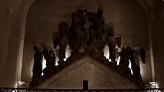 14 - Reims - Palais du Tau - Le Couronnement de la Vierge, Calcaire de Courville, Vers 1260 (melina1965) Tags: reims marne grandest octobre october 2017 nikon d80 sculpture sculptures statue statues sépia sepia