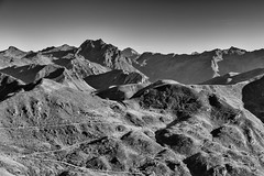 Tra i due valichi #07: Nuove strade si aprono all'orizzonte. (drugodragodiego) Tags: sp345 trevalli vallesabbia vallecamonica valletrompia bagolino breno provinciadibrescia lombardia italy mountains landscape paesaggio panorama blackandwhite blackwhite bw biancoenero road strade pentax pentaxk1 k1 pentaxda60250mmf4edifsdm smcpentaxda60250mmf4edifsdm pentaxiani romamor