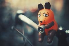 die sendung mit der maus (christian mu) Tags: bokeh depthoffield germany dof muenster münster fahrrad fahrradhauptstadt fahrradstadt bike bikebell fahrradhupe hupe prinzipalmarkt diesendungmitdermaus 35mm 3514 distagon3514 distagon autumn
