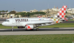 EI-FMT LMML 23-10-2017 (Burmarrad (Mark) Camenzuli Thank you for the 15.4) Tags: airline volotea aircraft airbus a319112 registration eifmt cn 2113 lmml 23102017