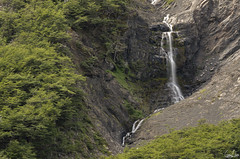 Cascades de la vallée Ascensio (Rosca75) Tags: mountain waterfall mountains snow landscape landscapes beautifullandscape patagonia torresdelpaine chile chili nature wildnature hike bagpack