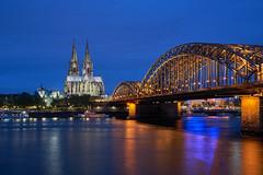Kölner Rheinufer (Benni's Fotobude) Tags: köln rhein cologne hohenzollern brücke fluss river dom dome bridge nacht blaue stunde blauestunde city skyline blue church sightseeing