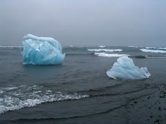 IceWasser (Panasonikon) Tags: island iceland jökulsárlón gletschersee panasonikon ice eis blau blue meer sea küste coast strand beach landschaft landscape powershota75 canon