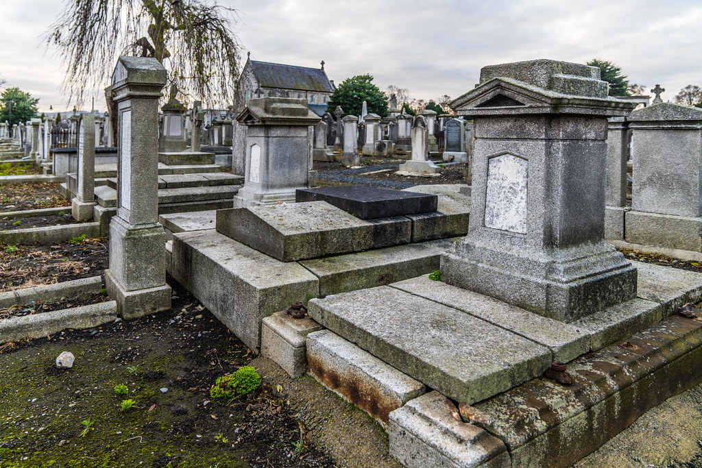 MOUNT JEROME CEMETERY IS AN INTERESTING PLACE TO VISIT [IT CLOSES AT 4PM]-134279