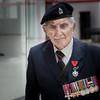 Vétéran Anglais au Mémorial de Caen . (jpgy) Tags: vétéran débarquement juin1944 mémorial caen calvados