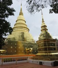 Wat Phra Singh Chedi (Chiang Mai, Thailand) (courthouselover) Tags: thailand เมืองไทย mueangthai ประเทศไทย prathetthai siam สยาม kingdomofthailand ราชอาณาจักรไทย ratchaanachakthai chiangmai เชียงใหม่ เทศบาลนครเชียงใหม่ chiangmaiprovince จังหวัดเชียงใหม่ asia southeastasia associationofsoutheastasiannations asean အရှေ့တောင်အာရှနိုင်ငံများအသင်း samahanngmgabansasatimogsilangangasya perhimpunanbangsabangsaasiatenggara សមាគមប្រជាជាតិអាស៊ីអាគ្នេយ៍ ສະມາຄົມປະຊາຊາດແຫ່ງອາຊີຕະເວັນອອກສຽງໃຕ້ persatuannegaraasiatenggara 东南亚国家联盟 தென்கிழக்காசியநாடுகளின்கூட்டமைப்பு สมาคมประชาชาติแห่งเอเชียตะวันออกเฉียงใต้ hiệphộicácquốcgiađôngnamá