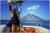 Stromboli , la turista e ... il  colpo di vento ... (miriam ulivi) Tags: miriamulivi nikond7200 italia sicilia sicily vulcano volcano stromboli mare sea donna woman barca boat vento wind cielo sky fumo smoke candidshot