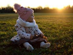 Un funghetto in mezzo al prato (mttdlp) Tags: children kid prato field sunset pink yellow red green sky wood grass white small sun tramonto cielo erba giallo rosso bambina cute nikon d3200 nikkor 35mm f2