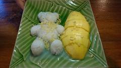 Mango and Glutinous rice (MelindaChan ^..^) Tags: chiangmai thailand 清邁 food eat thai chanmelmel mel melinda melindachan mango glutinous rice 泰國 travel