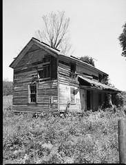 img351 (wolffriend333) Tags: mamiya6451000s 120 rollfilm blackandwhite ilfotecddx homedeveloped abandoned house hawkinscounty tennessee aristaedu