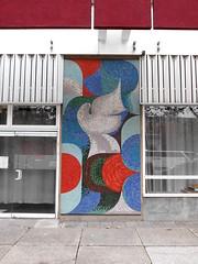 um 1977 Berlin-O. Friedenstaube von Ortraud Lerch Mosaikarbeit Leipziger Straße 56 in 10117 Mitte (Bergfels) Tags: skulpturenführer bergfels um 1977 1970er 20jh ddr berlin ostberlin berlino friedenstaube ortraudlerch olerch lerch mosaik mosaikarbeit leipzigerstrase 10117 mitte skulptur plastik beschriftet