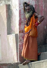 varanasi 2017 (gerben more) Tags: varanasi benares saddhu man colours colors religion hinduism