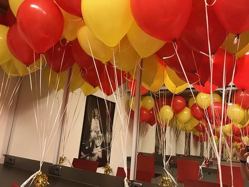 Tafeldecoratie 3ballonnen Premiere Buurman en Buurman Theater de Veste Delft