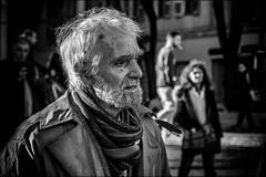 Curiosité ou étonnement.../ Curiosity or astonishment (vedebe) Tags: portraits portrait noiretblanc netb nb bw monochrome city ville street rue urbain urban homme humain people