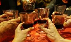 ~~ Beaujolais nouveau et Amitié...tous réunis ! ~~ (Joélisa) Tags: beaujolaisnouveau vin fête bouteilles novembre2017