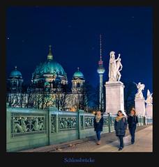 Schlossbrücke (Rukiber) Tags: berlin deutschland hauptstadt architektur blaue stunde spree fluss bodemuseum dom christian kirsch rukiber stadt nikon d750 nachtaufnahme nachthimmel