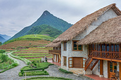_Y2U9649.0513.Resort Topas Ecolodge.Thanh Kim.Sapa.Lào Cai. (hoanglongphoto) Tags: asia asian vietnam northvietnam northwestvietnam landscape scenery vietnamlandscape vietnamscenery vietnamscene resort resorttopasecolodgesapa hill tophill house home road sky buildingconstruction hillside canon canoneos1dx canonef35mmf14lusm tâybắc làocai sapa thanhkim phongcảnh khunghỉdưỡng conđường côngtrìnhxâydựng nhà bầutrời ngọnđồi đỉnhđồi sườnđồi