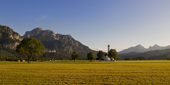 Gouden Schwangau (zsnajorrah) Tags: rural fields church mountains trees shed early evening sunlight warmlight goldenhour 7dmarkii ef1635mmf4l germany bayern bavaria schwangau stcoloman schlos schloss chateau neuschwanstein castle tegelberg bayerischealpen bavarianalps explore