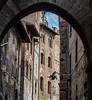 in the alleys of San Gimignano (Digicam-Beratung) Tags: architektur italien sangimignano toskana baudenkmäler südeuropa toscana it
