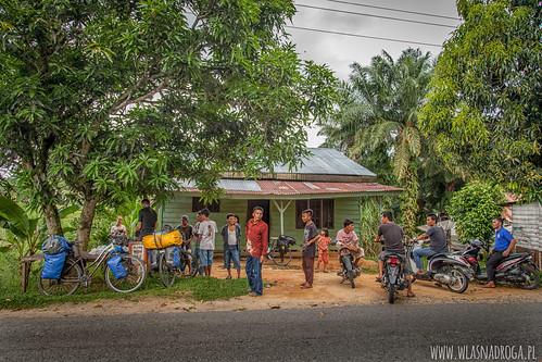 Lokalni zainteresowani naprawą roweru