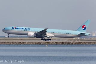 HL8009 Boeing 777-300ER Korean Airlines San Francisco airport KSFO 31.10-17