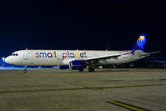 Small Planet Airlines Poland Airbus A321-211 SP-HAW (Mario Alberto Ravasio) Tags: small planet airlines poland airbus a321211 sphaw oriospotter orioalserio oriospottergroup planespotting apron night nightshot color airbuspilot international airport airportlife apronlife apronspotting lovespotting aircraft aeroplane airplane flickr flickrtoday italy