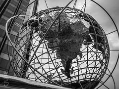 regard sur nous (cjuliecmoi) Tags: newyork vacances voyage noiretblanc blackandwhite newyorkcity manhattan sculpture globe globeterrestre columbuscircle