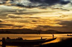 Dorada...!!! (Nita_Fotos) Tags: sun sundown clouds blue orange sol atardecer nubes naranja cielo barcos botes ships lecheria venezuela dorada mountain montaña rio river tuniñasalvajedelaselva