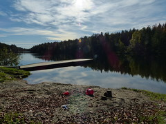 Flytebrygga ved Langevann (Re kommune) Tags: langevann re kommune natur vann tjern innsjø høst høstbilde friluft friluftsliv tur skogstur skog badevann bade fiske fiskevann fritid