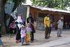 IMGP4130 (petercan2008) Tags: espera parada autobus familia niño mujer hombre zanzibareño zanzibareña tanzania carretera zanzibar africa