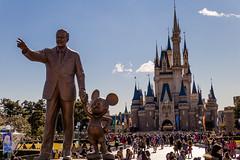Tokyo Disney's Hub (Jared Beaney) Tags: canon6d canon travel photography photographer japan japanese asia tokyodisneyresort tokyo disneythemeparks disney disneyparks themeparks amusementpark themepark tokyodisneyland cinderellacastle partnersstatue waltdisney walt mickey mickeymouse