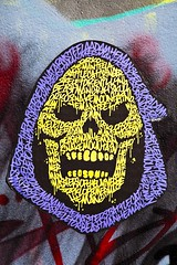 Skeletor (Gerard Hermand) Tags: 1703277227 gerardhermand france paris canon eos5dmarkii rue art street streetart peinture paint bombe spray têtedemort skull couleur color vive vivid jaune yellow texte text