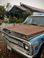 Trusty (RZ68) Tags: chevrolet truck lgg6 lg rusty old classic blue house chevy grill fender parked street broken windshield hood raindrops fall california bayarea